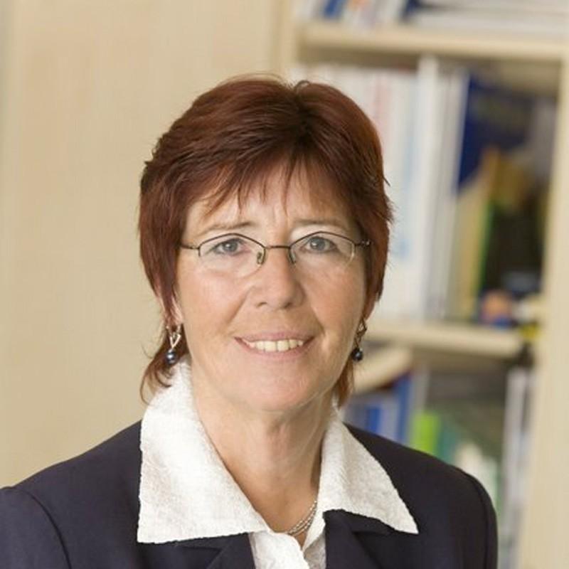 Frau <b>Iris Schröder</b> - schroeder-iris